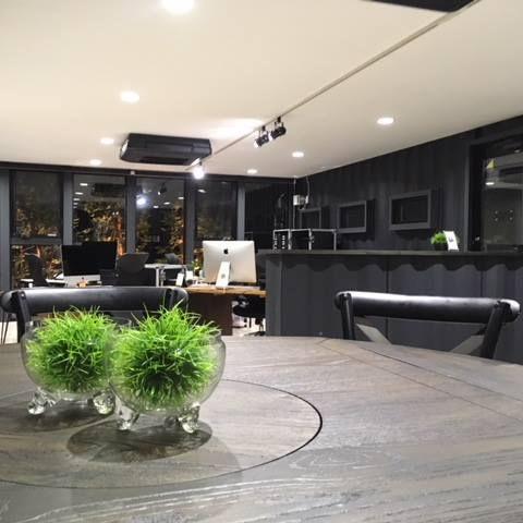 コンテナハウスのおしゃれなオフィス 内装
