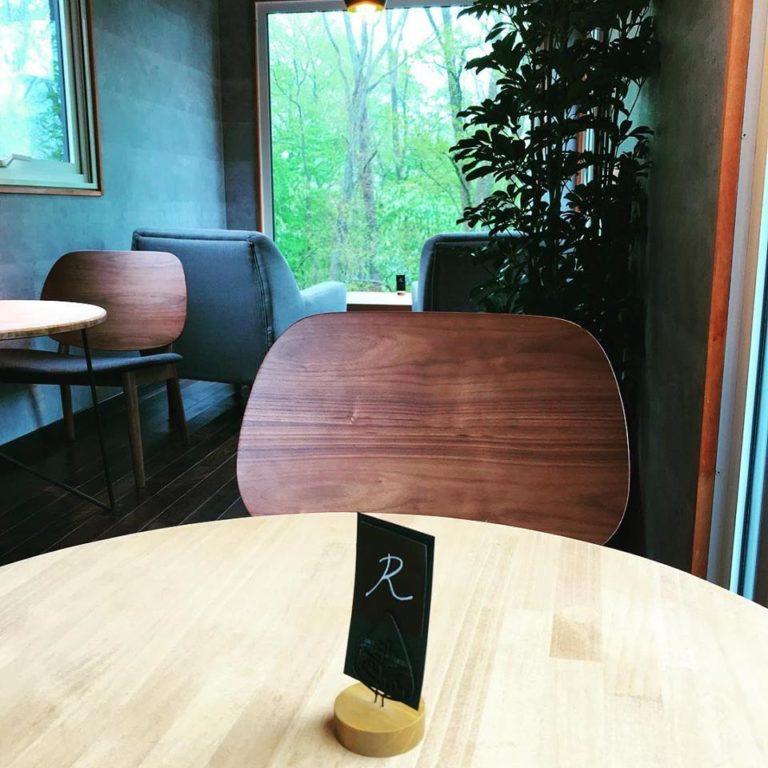 コンテナを活用したカフェ 内装