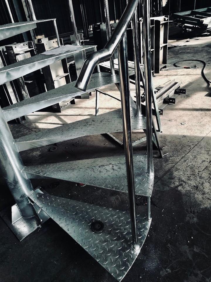 コンテナハウスに設置する階段
