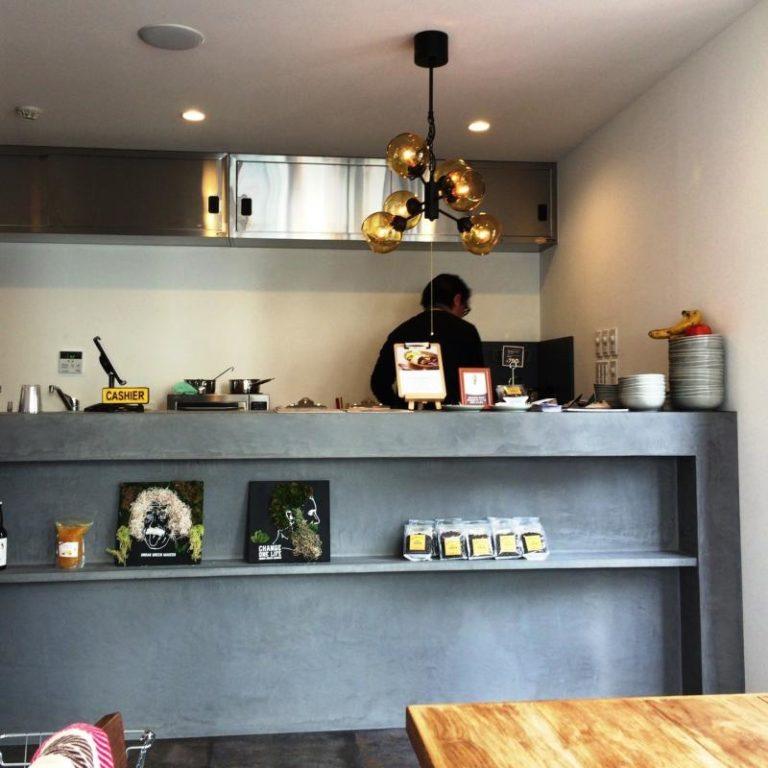 コンテナハウスのおしゃれなカフェ 内装