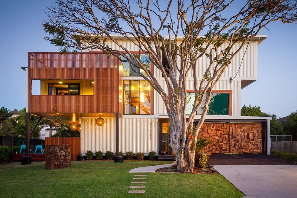 オーストラリアの芸術家夫妻が建設した圧巻のコンテナハウス住居